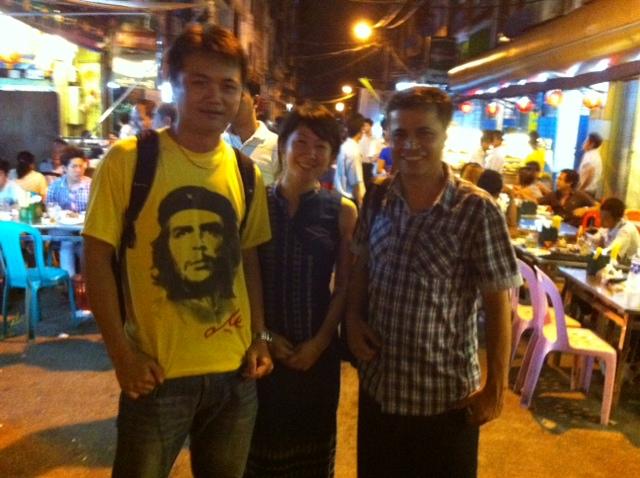 友人たちとミャンマーのダウンタウンにて