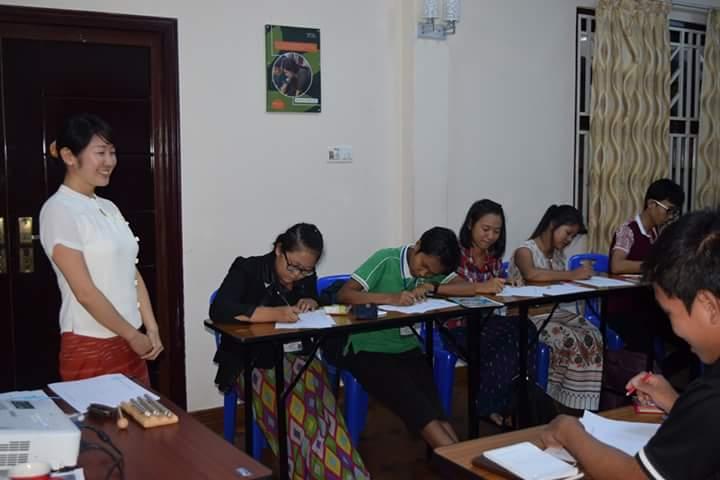 ミャンマーの学生さんたちにコーチングのボランティア