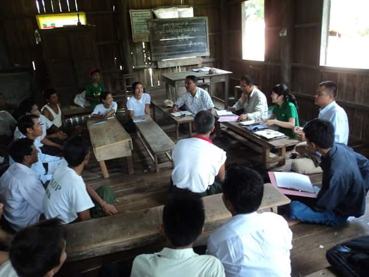 NGO職員時代 村の人々と話し合い